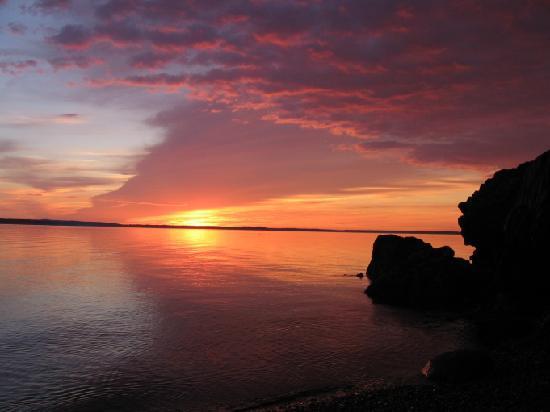 Inn at Bay Ledge: Sunrise from the beach at Bay Ledge