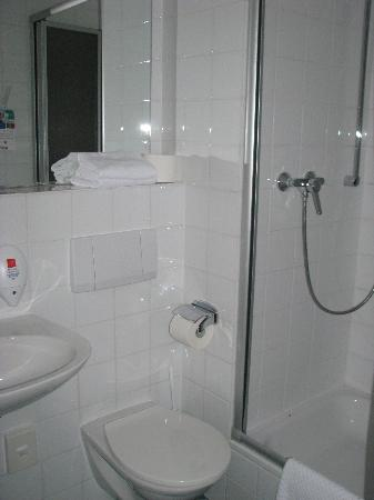Park Inn by Radisson Nuremberg: Park Inn - Bathroom