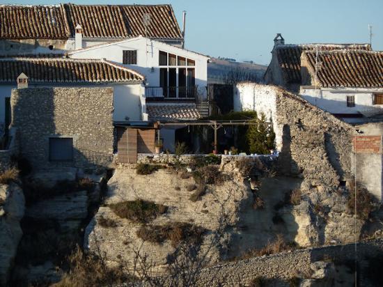 Hotel La Seguiriya: La Seguiriya from across the gorge
