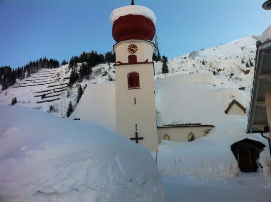 Hotel Arlberg Stuben: Kirche von Stuben