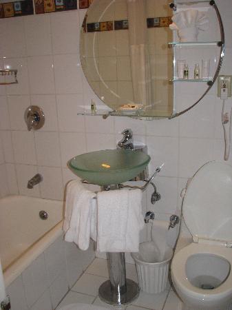 La Quinta Inn & Suites Dallas Downtown: Hotel Lawrence - Bathroom
