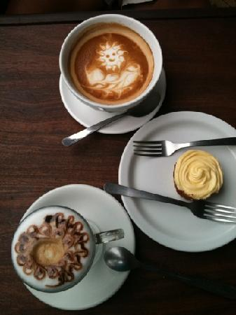 Lilly's Cafe: Best coffee in Granada!