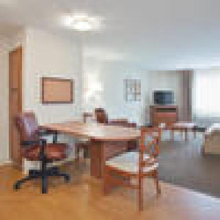 Candlewood Suites Fayetteville: King One Bedroom Suite