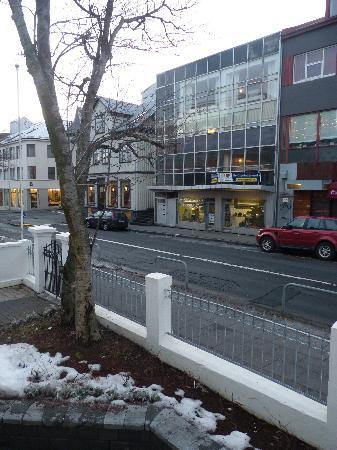 Reykjavik Residence Hotel: View of the street (ground floor flat)