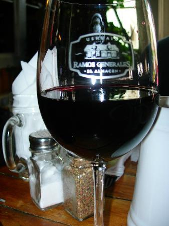 Tierra de Leyendas Boutique Hotel: a glass of wine served in the restaurant