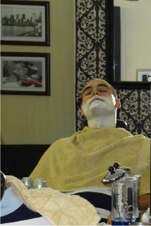 Andaluz Boutique Hotel: shave at fine gentlemen's grooming club