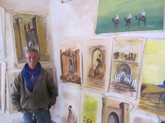 Travel Exploration Morocco Private Tours: Artist in Kasbah Ait Ben Haddou, using only natural colours: tea, henne, Indigo