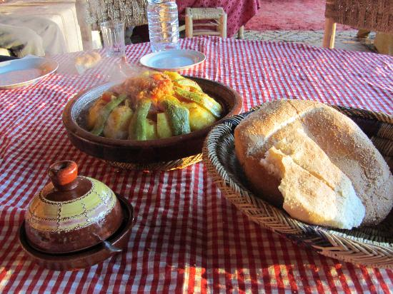Travel Exploration Morocco Private Tours: Tagine in Kasbah Telouat, Ouarzazat