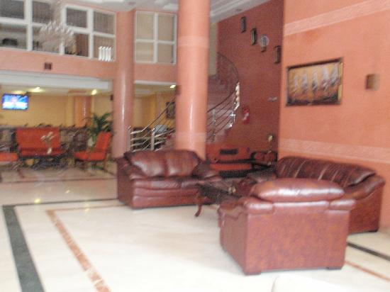 Hotel Amouday: The main lobby of the hotel. The free internet and dining room are behind it.