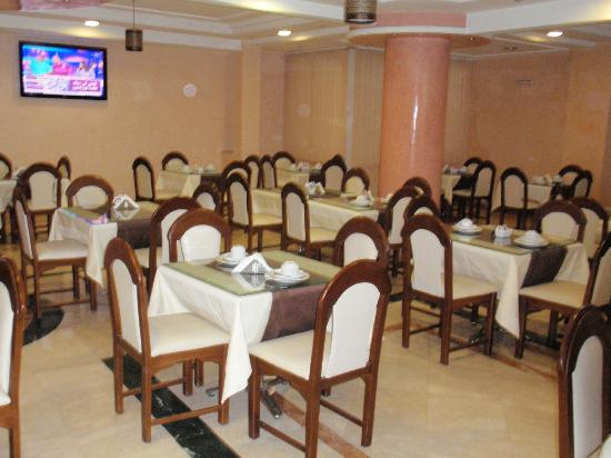 Hotel Amouday: The dining area in the hotel where you eat your continental breakfast.