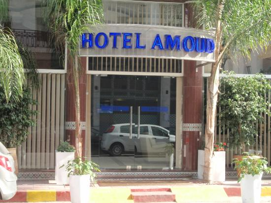 Hotel Amouday: The front entrance to the hotel.