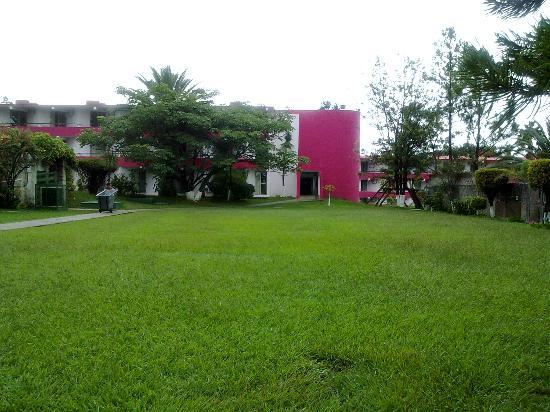 Alberca del hotel mis hijos nadanado picture of mision for Jardin oaxaca