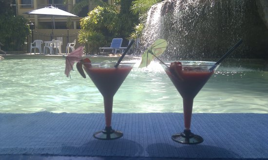 Grange Resort Hervey Bay: The only Swim up Bar in Hervey Bay