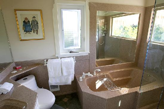 Abinger House Bed & Breakfast: The Ranmore Ensuite
