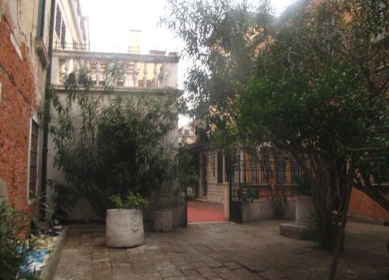 Ca' Zanardi: Courtyard