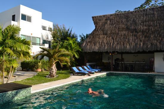 فيلاز إتش 2 أو: the pool!!