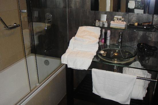Regency Park Hotel + Spa: Baño