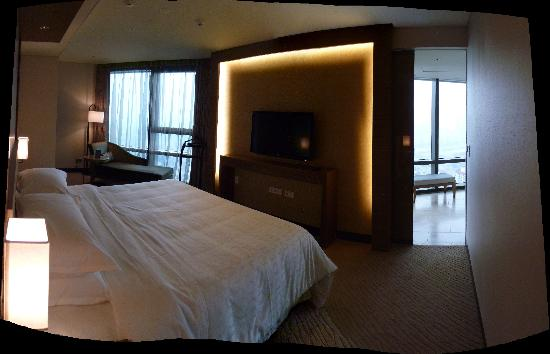Sheraton Seoul D Cube City Hotel: Suite - Bedroom