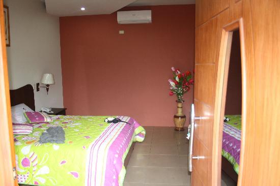 Blue Marlin Hotel : Queen Bedroom - very comfortable