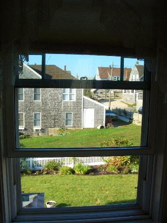 Baileys By The Sea: View out the bedroom window