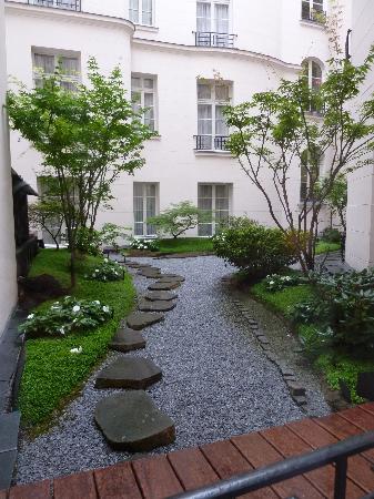 K+K Hotel Cayre: Courtyard.
