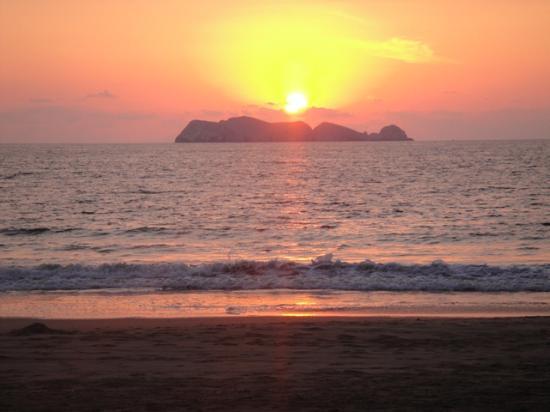 Villa Don Manuel: Puesta de Sol en palapa