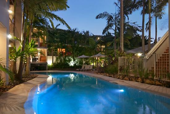 Offshore Noosa Resort: Offshore Noosa Pool by Night