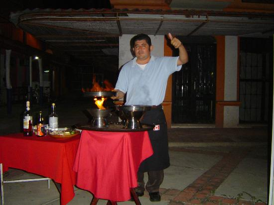Quique's Place : LALO PREPARING HIS FAMOUS LALO'S SHRIMP  TABLESIDE