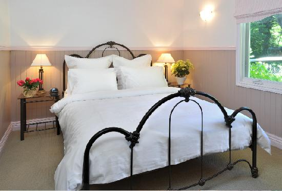 Clarendon Cottages: Stables Cottage 2nd queensize bedroom