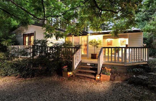 Clarendon Cottages: Stables Cottage at twilight