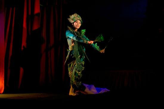 Mintha Theater : dancers3