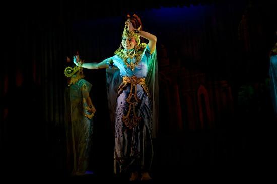 Mintha Theater : dancers5