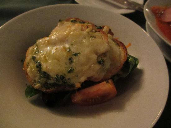 La Rosa Restaurant: garlic cheese brussetta