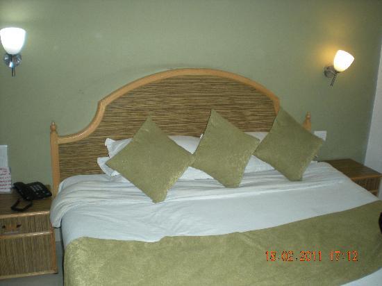 Katra Continental: Room