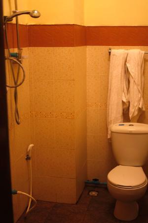 Sout Jai Guesthouse: Bathroom