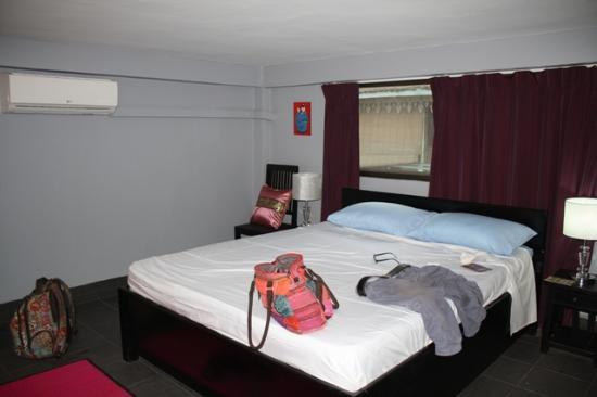 '84 Hotel : Bedroom