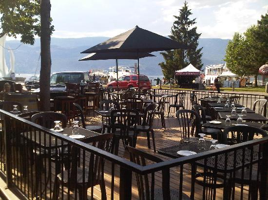 The Rotten Grape: Lake view patio
