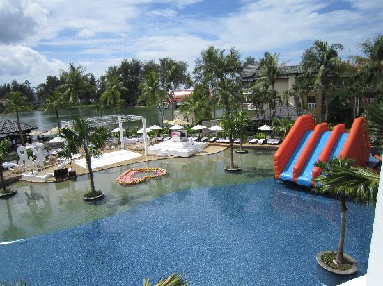 Angsana Laguna Phuket: Pool decked out for pool party.