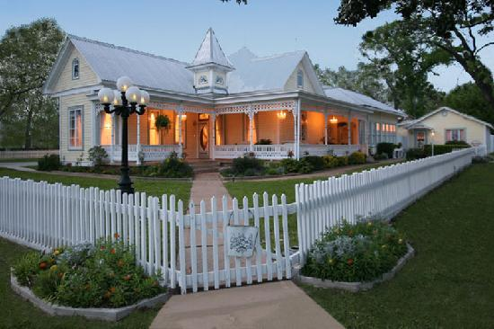 Victorian Mansion Bed & Breakfast : The Incomparable Victorian Mansion