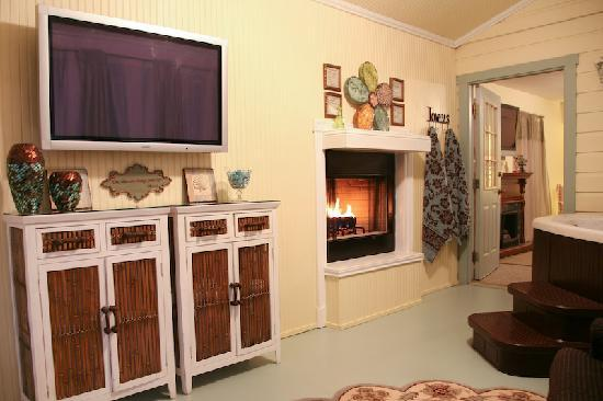 "Across the Way - Front & Back Porch: Arbor Cottage's Screen Porch with 42"" TV and Fireplace"