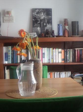 Vatika Guest Home : the dinning room's neat bookshelf