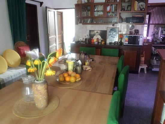 Vatika Guest Home : The kitchen and the dinning area