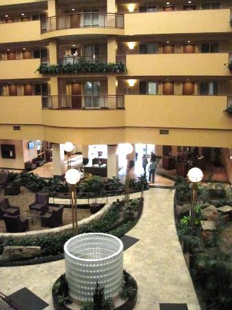 Embassy Suites by Hilton Portland Airport: looking towards lobby from our 2nd floor balcony
