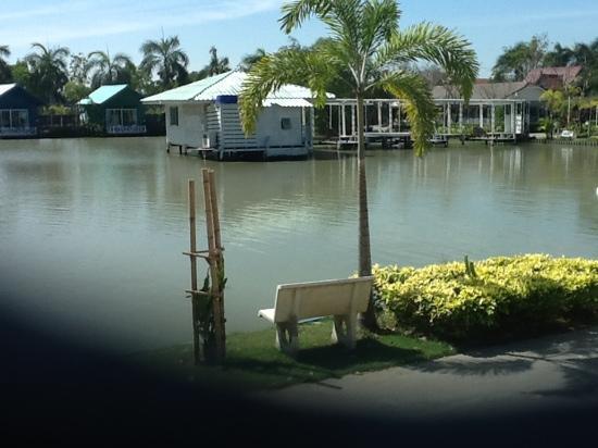 Suanpanja Resort : lovely lake