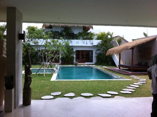 Villa chocolat: Pool from Living Area