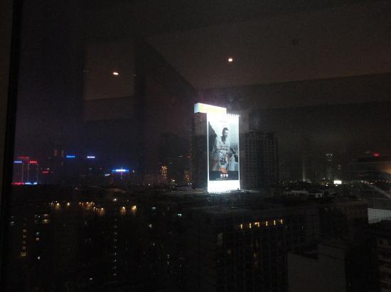 Hyatt Regency Hong Kong, Tsim Sha Tsui: このビルが夜景の邪魔です・・・