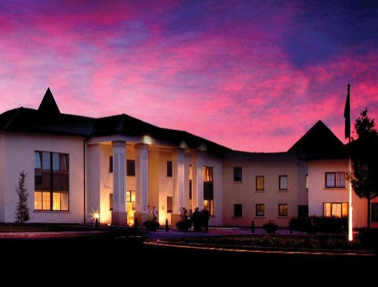 Ballykisteen Hotel and Golf Resort: Night Time at the Resort