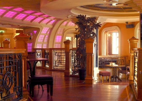 The Prince of Wales Hotel: Bar Upstairs