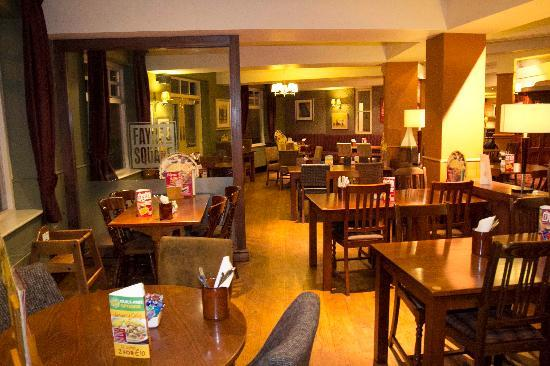 Premier inn northampton south wootton hotel updated for Cuisine queen catering