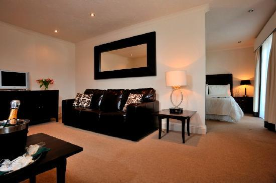Yeovil Court Hotel: suite